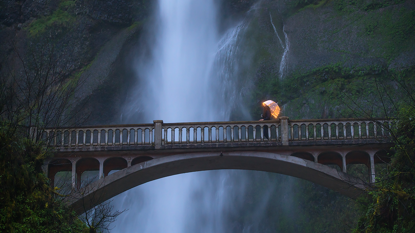 Blue hour at Multnomah Falls on the Oregon Photography Workshop with Astralis Photography